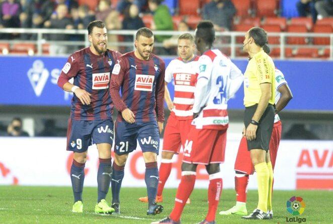 Pedro León y Sergi Enrich celebran un gol frente al Granada